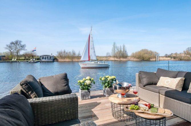 Villapparte-Belvilla-Watervilla de Veenhoop-prachtig vakantiehuis voor 10 personen-Friesland-terras met uitzicht