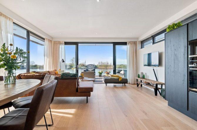 Villapparte-Belvilla-Watervilla de Veenhoop-prachtig vakantiehuis voor 10 personen-Friesland-woonkamer met uitzicht