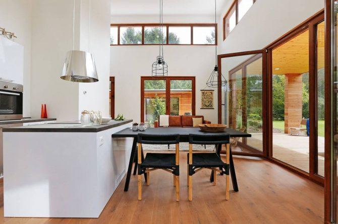 Villapparte-Boek uw buitenhuis-Woody Lodge Valerie-luxe vakantiehuis voor 4 personen-Twente-eethoek met hoge plafonds