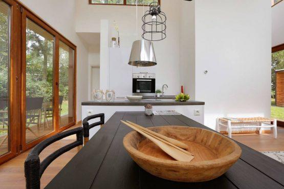 Villapparte-Boek uw buitenhuis-Woody Lodge Valerie-luxe vakantiehuis voor 4 personen-Twente-gezellige eethoek