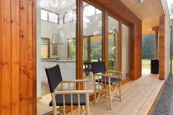 Villapparte-Boek uw buitenhuis-Woody Lodge Valerie-luxe vakantiehuis voor 4 personen-Twente-overdekt zitje