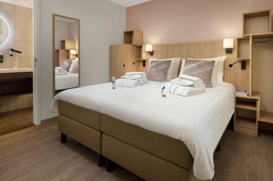 Villapparte-Center Parcs-Terhills Resort-Exclusive Lakeside Cottage-Luxe vakantievilla voor 6 personen-België-luxe slaapkamer met badkamer