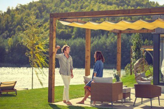 Villapparte-Center Parcs-Terhills Resort-Exclusive Lakeside Cottage-Luxe vakantievilla voor 6 personen-België-terras met uitzicht over meer