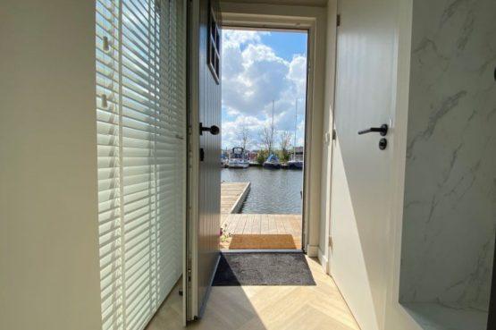 Villapparte-Natuurhuisje-Vakantiehuis Scheendijk-romantisch vakantiehuis voor 4 personen-Breukelen-uitzicht over het water
