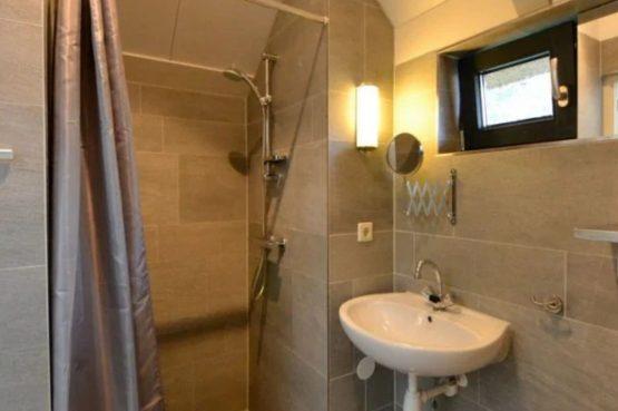 Villapparte-Roompot-Buitenhuis 4-Knus vakantiehuis voor 4 personen-Park Scorleduyn-Schoorl-Noord-Holland-badkamer