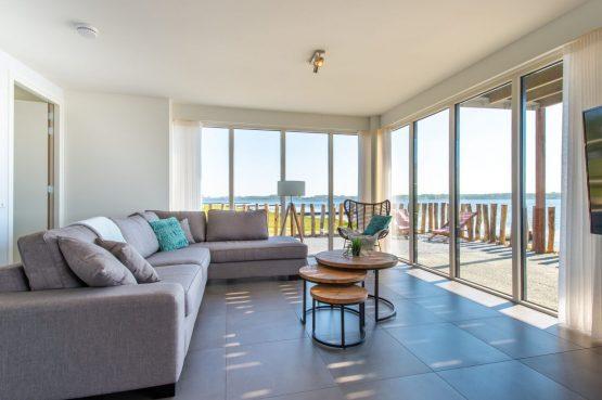 Villapparte-Ruiterplaat-Appartement 4 Schotsman Watersport-luxe appartement aan het water-voor 6 personen-Kamperland-Zeeland-lichte woonkamer