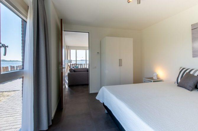 Villapparte-Ruiterplaat-Appartement 4 Schotsman Watersport-luxe appartement aan het water-voor 6 personen-Kamperland-Zeeland-luxe slaapkamer