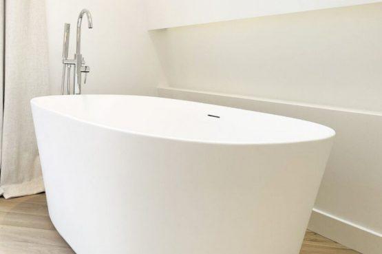 Villapparte-Ruiterplaat-City of Goes-Loft Twelve-modern appartement voor 4 personen-Goes-Zeeland-vrijstaand bad