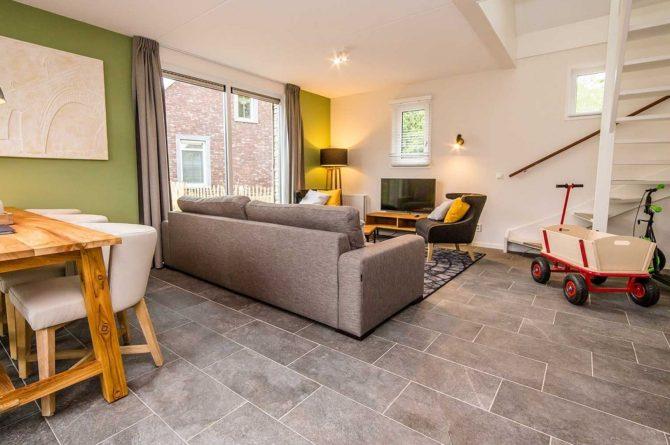 Villapparte-Vakantiehuis Herenhuis Luxe kids-Dormio Resorts Maastricht-luxe vakantiehuis voor 8 personen-gezellige woonkamer