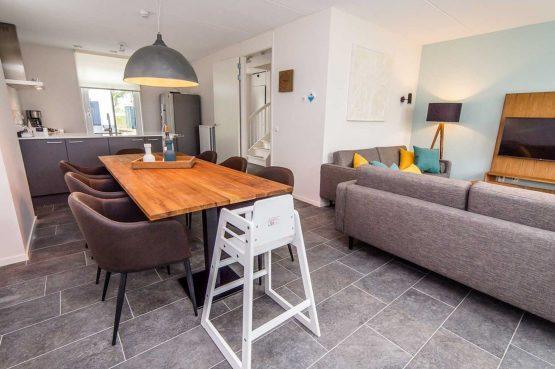 Villapparte-Vakantiehuis Herenhuis Luxe kids-Dormio Resorts Maastricht-luxe vakantiehuis voor 8 personen-gezellige zithoek