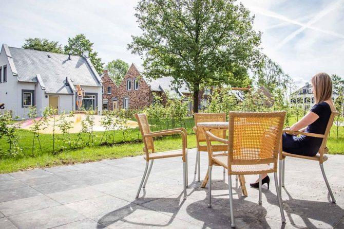 Villapparte-Vakantiehuis Herenhuis Luxe kids-Dormio Resorts Maastricht-luxe vakantiehuis voor 8 personen-uitzicht op speeltuin