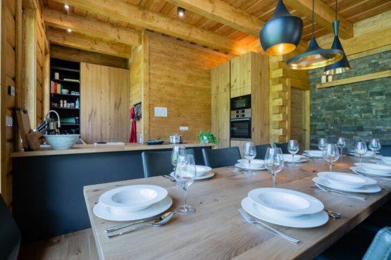 Villapparte-Belvilla-Chalet Tauplitz-luxe chalet voor 12 personen-met privé sauna-Stiermark-Oostenrijk-gezellige eethoek