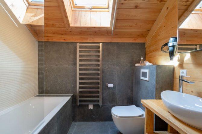 Villapparte-Belvilla-Chalet Tauplitz-luxe chalet voor 12 personen-met privé sauna-Stiermark-Oostenrijk-luxe badkamer met ligbad