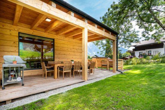 Villapparte-Belvilla-Chalet Tauplitz-luxe chalet voor 12 personen-met privé sauna-Stiermark-Oostenrijk-overdekt terras met bbq