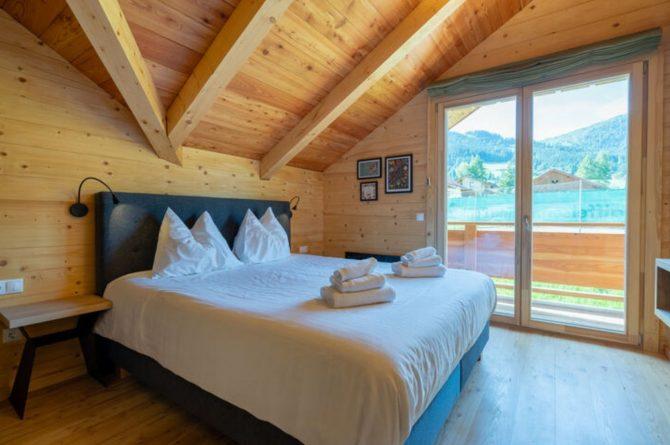 Villapparte-Belvilla-Chalet Tauplitz-luxe chalet voor 12 personen-met privé sauna-Stiermark-Oostenrijk-romantische slaapkamer