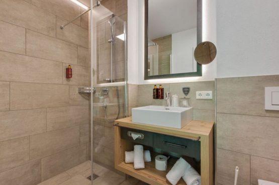 Villapparte-Belvilla-Penthouse Kaprun 11 - luxe penthouse voor 10 personen - inclusief hotelservice-Oostenrijk-luxe badkamer