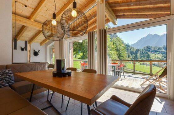 Villapparte-Belvilla-Penthouse Kaprun 11 - luxe penthouse voor 10 personen - inclusief hotelservice-Oostenrijk-uitzicht vanuit eetkamer