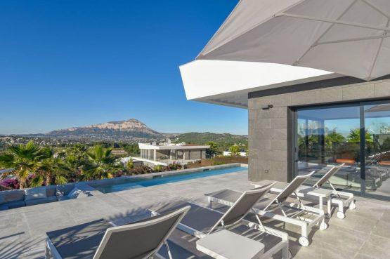 Villapparte-Belvilla-Villa Casa Leda in Jávea-moderne vakantievilla voor 6 personen met zwembad-Spanje-ligbedden
