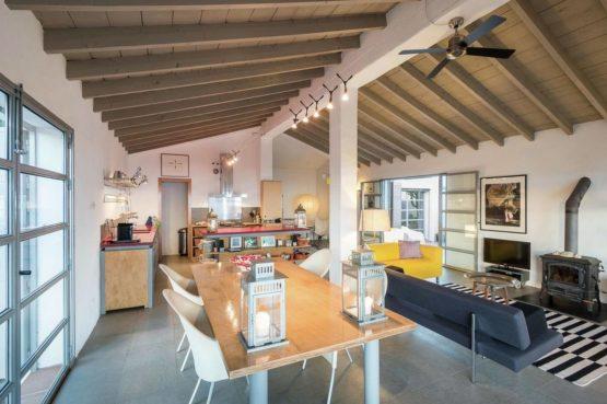 Villapparte-Belvilla-Villa Paradiso in Moclinejo-luxe villa voor 4 personen-Spanje-gezellige eettafel