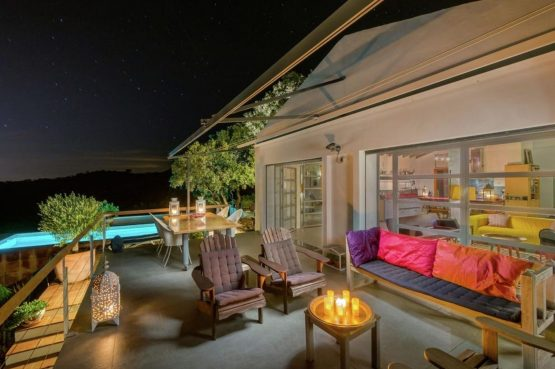 Villapparte-Belvilla-Villa Paradiso in Moclinejo-luxe villa voor 4 personen-Spanje-terras met verlicht zwembad