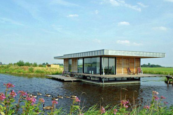 Villapparte-Belvilla-Watervilla de Roerdomp-luxe woonboot voor 6 personen-Goengahuizen-Friesland