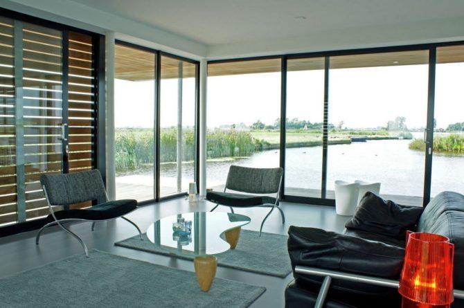Villapparte-Belvilla-Watervilla de Roerdomp-luxe woonboot voor 6 personen-Goengahuizen-Friesland-moderne zithoek