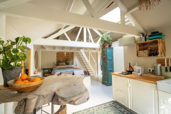 Villapparte-Natuurhuisje-Vakantiehuis Westerheide-romantisch vakantiehuis voor 2 personen-Laren-keuken en slaapgedeelte