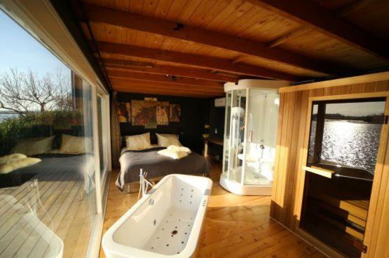 Villapparte-Natuurhuisje-Wellness Vakantiehuis Lekkerkerk-luxe vakantiehuis voor 2 personen-met sauna en bubbelbad-Lekkerkerk-bubbelbad met uitzicht