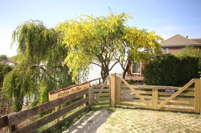 Villapparte-Natuurhuisje-Wellness Vakantiehuis Lekkerkerk-luxe vakantiehuis voor 2 personen-met sauna en bubbelbad-Lekkerkerk-parkeerplaats
