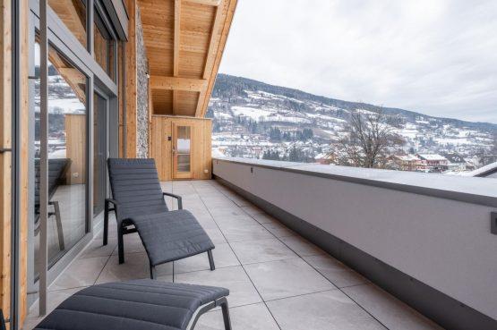 Villapparte-Villa for You - Penthouse Kreischberg - luxe penthouse voor 8 personen-met Sauna-St. Lorenzen ob Mureau-Oostenrijk-balkon met ligbedden