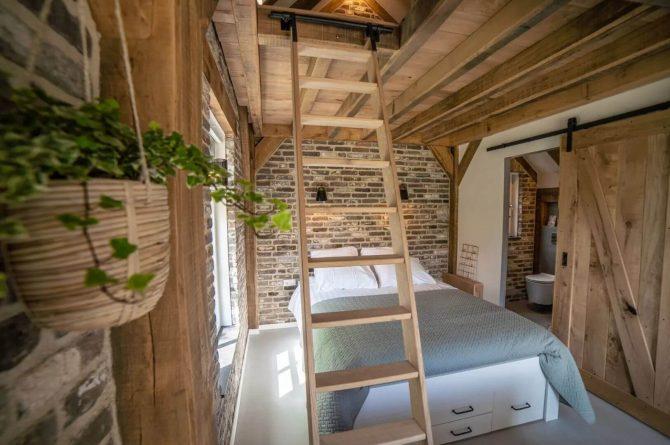 Villapparte-Vipio-Tiny House Oirschot-luxe vakantiehuis voor 4 personen-Oirschot-Noord-Brabant-trap naar vide