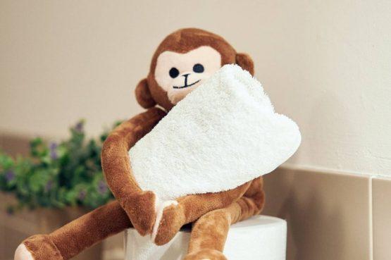 Villapparte-Beekse Bergen-Safariresort-Kidslodge Beekse Bergen-Unieke lodge voor 6 personen-Hilvarenbeek-pluche aap