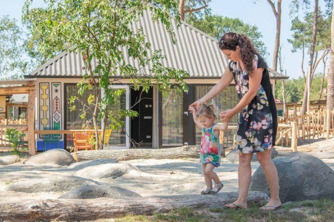 Villapparte-Beekse Bergen-Safariresort-Kidslodge Beekse Bergen-Unieke lodge voor 6 personen-Hilvarenbeek-speeltuin