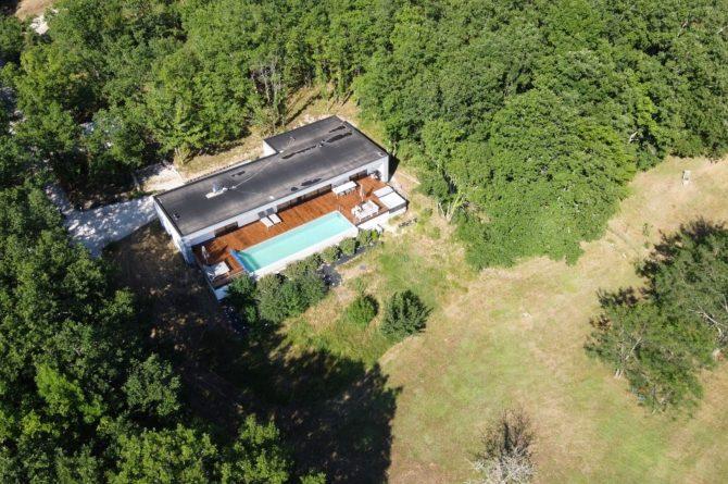 Villapparte-FranceVilla-Villa Marilove-Luxe vakantiehuis voor 6 personen-met zwembad en jacuzzi-Souillac-Dordogne-Frankrijk-het domein van boven