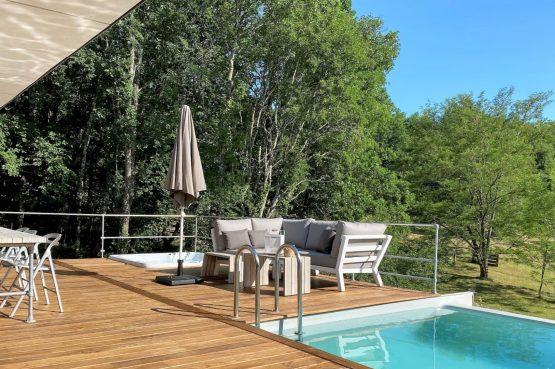 Villapparte-FranceVilla-Villa Marilove-Luxe vakantiehuis voor 6 personen-met zwembad en jacuzzi-Souillac-Dordogne-Frankrijk-jacuzzi bij het zwembad