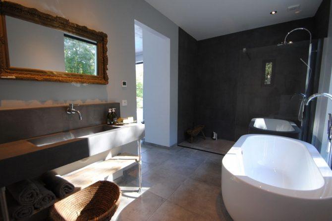 Villapparte-FranceVilla-Villa Marilove-Luxe vakantiehuis voor 6 personen-met zwembad en jacuzzi-Souillac-Dordogne-Frankrijk-luxe badkamer