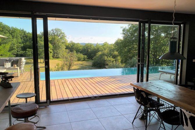 Villapparte-FranceVilla-Villa Marilove-Luxe vakantiehuis voor 6 personen-met zwembad en jacuzzi-Souillac-Dordogne-Frankrijk-schuifpui