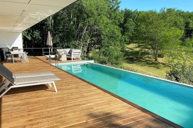 Villapparte-FranceVilla-Villa Marilove-Luxe vakantiehuis voor 6 personen-met zwembad en jacuzzi-Souillac-Dordogne-Frankrijk-zwembad met uitzicht