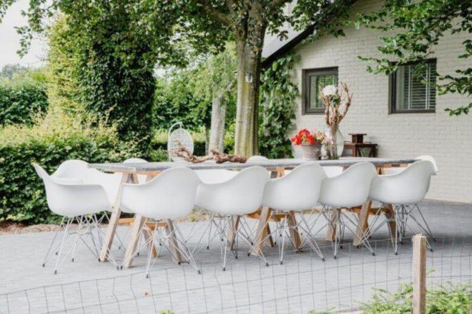 Villapparte-De Dorpswoning-De Volbloed-luxe vakantiehuis voor 12 personen-Leenderstrijp-Noord-Brabant-gezellig terras