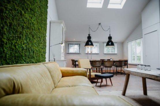 Villapparte-De Dorpswoning-De Volbloed-luxe vakantiehuis voor 12 personen-Leenderstrijp-Noord-Brabant-gezellige eethoek