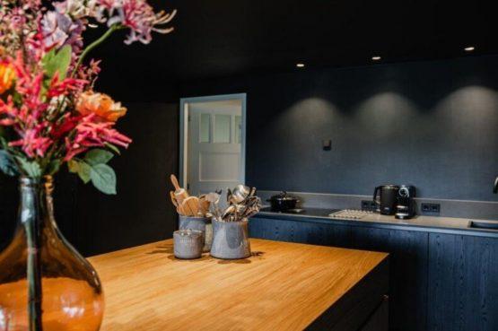 Villapparte-De Dorpswoning-De Volbloed-luxe vakantiehuis voor 12 personen-Leenderstrijp-Noord-Brabant-luxe keuken