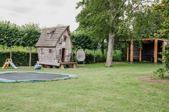 Villapparte-De Dorpswoning-De Volbloed-luxe vakantiehuis voor 12 personen-Leenderstrijp-Noord-Brabant-ruime tuin
