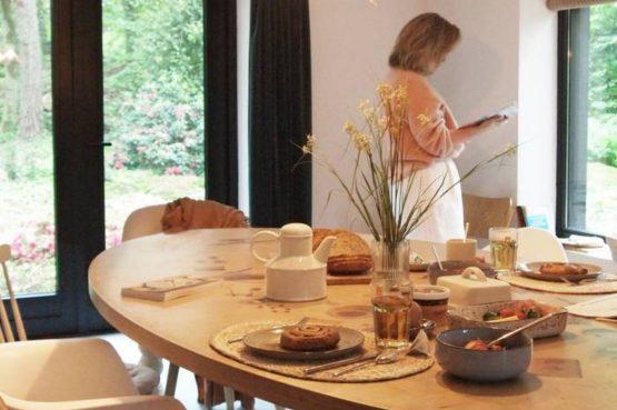 Villapparte-Natuurhuisje-Natuurhuisje Appelscha-luxe vakantiehuis voor 8 personen-Nationaal park Drents-Friese Wold-Friesland-gezellige eettafel