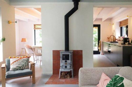 Villapparte-Natuurhuisje-Natuurhuisje Appelscha-luxe vakantiehuis voor 8 personen-Nationaal park Drents-Friese Wold-Friesland-zithoek met houtkachel