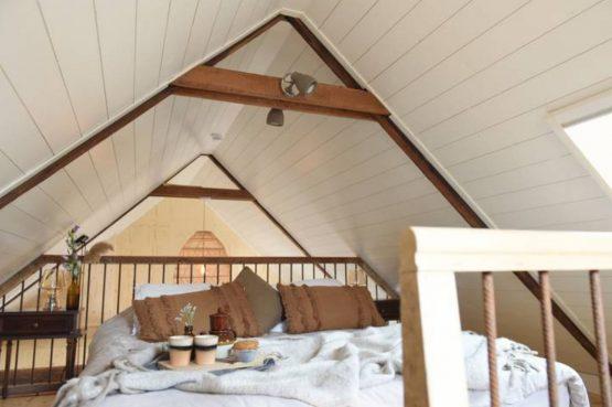 Villapparte-Natuurhuisje-Natuurhuisje Hoeve Echtenerbrug-romantisch vakantiehuisje voor 4 personen-Echtenerbrug-Friesland-romantische slaapkamer