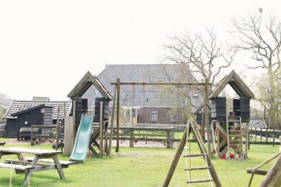 Villapparte-Natuurhuisje-Natuurhuisje Hoeve Echtenerbrug-romantisch vakantiehuisje voor 4 personen-Echtenerbrug-Friesland-speeltuin