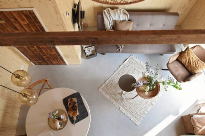 Villapparte-Natuurhuisje-Natuurhuisje Hoeve Echtenerbrug-romantisch vakantiehuisje voor 4 personen-Echtenerbrug-Friesland-woonkamer van boven