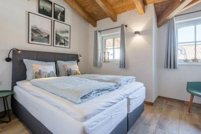 Villapparte-Villa for you-Chalet Tauernlodge Berglust-luxe vakantiehuis voor 10 personen-Salzburgerland-Bramberg am Wildkogel-Oostenrijk-romantische slaapkamer