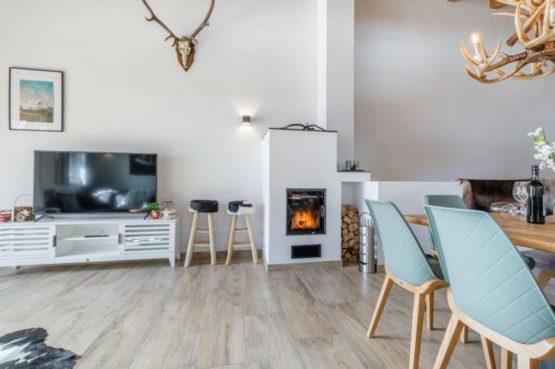 Villapparte-Villa for you-Chalet Tauernlodge Berglust-luxe vakantiehuis voor 10 personen-Salzburgerland-Bramberg am Wildkogel-Oostenrijk-woonkamer met houtkachel