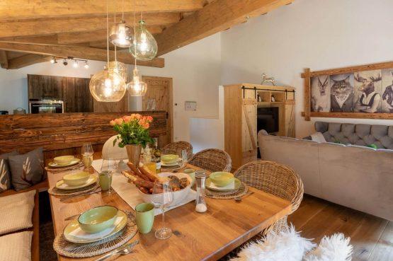Villapparte-Villa for you-Vakantiehuis Tauernlodge Krimml-luxe vakantiehuis voor 10 personen-met sauna-Salzburgerland-Oostenrijk-gezellige eethoek